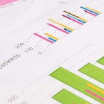グラフの目盛りは誤解や印象操作がいっぱい、支持率や予算に年収など