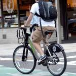 「傘」と「雨がっぱ」と自転車事故の関係について