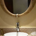 狭い空間に鏡を置いている理由を調べてみると、意外な事実が判明した