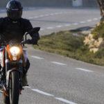 バイク運転中で安全を確保するには「熊」と「センターライン」に注意し、装備を整えること
